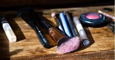 professional makeup artist in Melbourne gives makeup tips